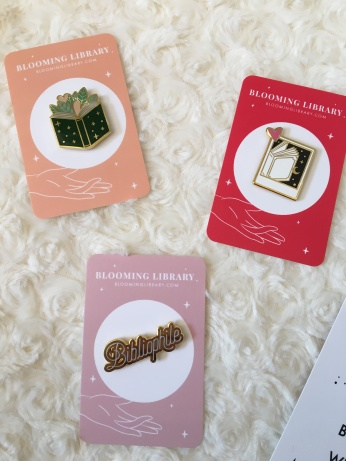 BLOOMING LIBRARY - Pin's - La page en folie