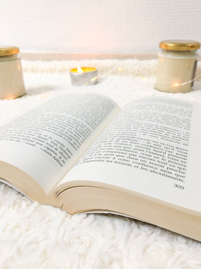Livre et bougies